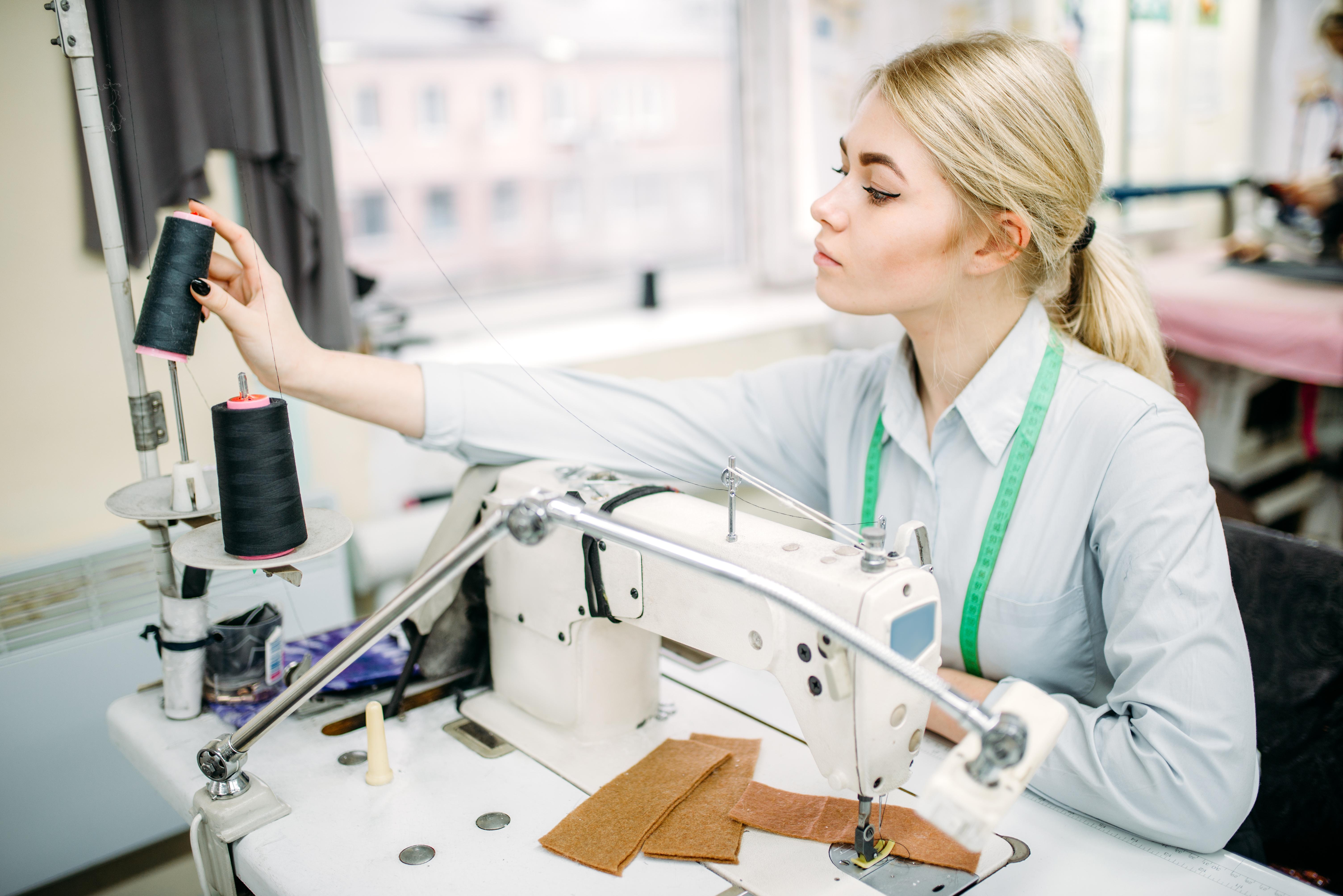 Háztartási alapvető varrástechnológiai ismeretek és műveletek varrógéphasználattal